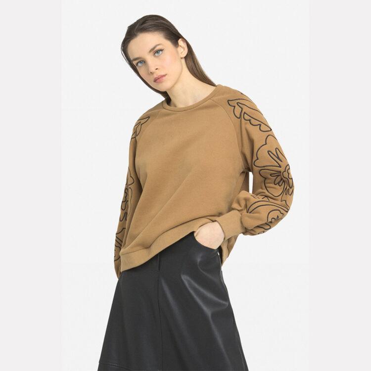 beige-sweatshirt-2